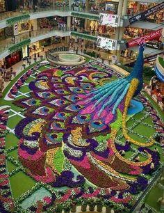 Floral arrangement in a mall in Medellin, Colombia – Garden Design Amazing Gardens, Beautiful Gardens, Beautiful Flowers, Garden Mall, Crochet Video, Topiary Garden, Topiaries, Urban Nature, Visit Dubai