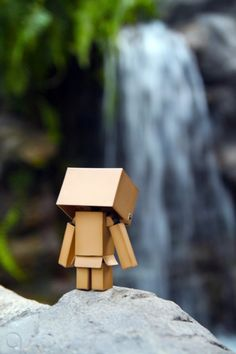 10-cute-funny-danbo-cardboard-box-art-suicide-dont-jump