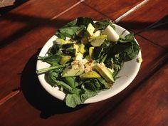 Ensalada verde y pera con aderezo miel y mostaza