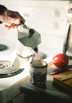 I always made cafe cubano this way.great with a suger froth from the first of the coffee and about 5 teaspoons of sugar whipped by hand. I Love Coffee, Coffee Break, My Coffee, Morning Coffee, Black Coffee, Happy Morning, Thursday Morning, Morning Joe, Morning Ritual