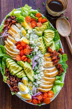 Easy Chicken Cobb Salad with the Best Cobb Salad Dressing! A protein-packed salad loaded with crisp lettuce, tomatoes, chicken, avocado and blue cheese. Ensalada Cobb, Cobb Salad Ingredients, Cobb Salad Dressing, Vinaigrette Dressing, Dressing Recipe, Plats Ramadan, Avocado Tomato Salad, Food Platters, Snacks Für Party