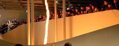 Highlights der Ausstellung Ein Feuertornado steigt in einem Luftwirbel 6m hoch auf.