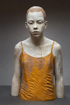 Bruno Walpoth - wood; So wie ich bin - nut wood - cm 70 x 42 x 30 - 2014