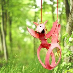 Cool backyard swings for kids: Recycled tire unicorn swing Backyard Swings, Tire Swings, Cool Swings, Outdoor Crafts, Outdoor Play, Tyres Recycle, Kids Swing, Unicorn Kids, Backyard Projects