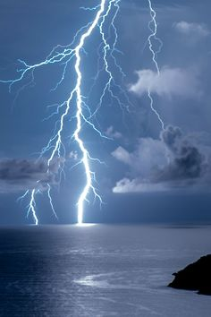Find images and videos about blue, nature and sky on We Heart It - the app to get lost in what you love. Ride The Lightning, Thunder And Lightning, Lightning Strikes, Lightning Storms, Wild Weather, Blitz, Storm Clouds, Thunderstorms, Tornadoes