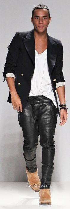 New York Fashion Week. Olivier Rousteing, at the close of his spring / summer 2013 collection show for Balmain. Leather Jeans, Black Leather, Leather Jacket, Black Denim, Style Noir, Mode Style, Fashion Week, Fashion Show, Review Fashion