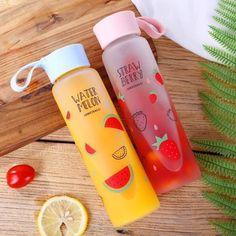 Sweet Fruit Water Bottle - All Detox Fruit Water Bottle, Cute Water Bottles, Drink Bottles, School Water Bottles, Fruit Infused Water, Water Glass, Glass Bottles, Kreative Desserts, Lemon Diet