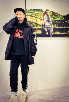 Kyo Dir En Grey, Twitter Image, Visual Kei, Black And Grey Tattoos, Rain Jacket, Windbreaker, People, Jackets, Outfits