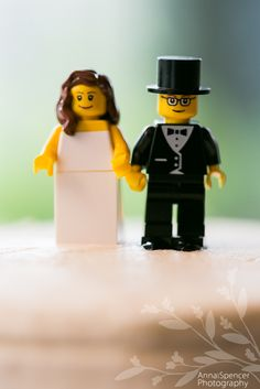 Cake topper! Howww cuuuuute. Reminds me of K&G wedding...they chose this cause they met at Lego :')