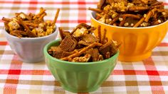 Honey Apple Snack Mix to make more appealing for young children, leave out the garlic and chili powder, substituting cinnamon and a little nutmeg or use apple pie spice.nice twist on cereal mix. Snack Mix Recipes, Yummy Snacks, Healthy Snacks, Yummy Food, Snack Mixes, Kid Snacks, Yummy Recipes, Healthy Eating, Apple Snacks
