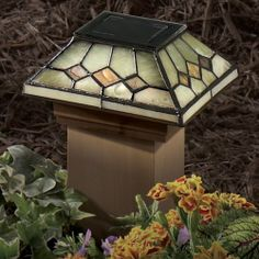 4x4 Tiffany-Style Diamond Serpentine Jade Garden Solar Cap