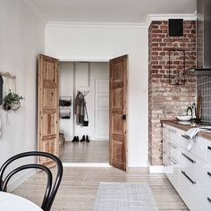 Brick wall and double doors . - Scandinavian Design Trends - Have Best Home Decor ! Decoration Inspiration, Interior Inspiration, Decor Ideas, Home Interior, Interior Design Kitchen, Loft Interiors, Scandinavian Design, Scandinavian Interiors, Architecture Design