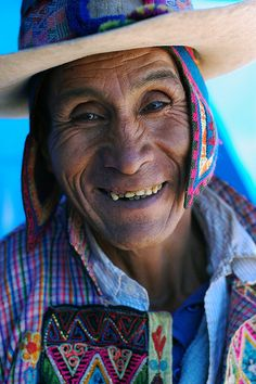 Aymara man with a smile untouched by modern dentistry, Potosí, Bolivia. Bolivia, We Are The World, People Around The World, Life Is Beautiful, Beautiful People, Peruvian People, Visit Egypt, Portraits, Smile Face