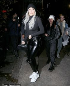 Travis' girl: Kylie Jenner heads out to dinner in New York with a friend on Wednesday, while Travis Scott performed at Madison Square Gardens for a second night in a row Kris Jenner, Kylie Jenner 2014, Kylie Jenner Fotos, Looks Kylie Jenner, Kylie Jenner Outfits, Kylie Jenner Style, Kylie Jenner Fashion, Khloe Kardashian, Estilo Kardashian