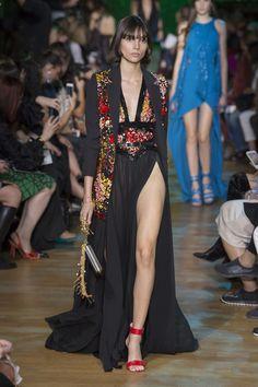 Elie Saab Spring 2018 Ready-to-Wear  Fashion Show - Charlee Fraser