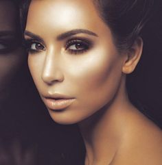 Contouring and highlighting at it's finest.