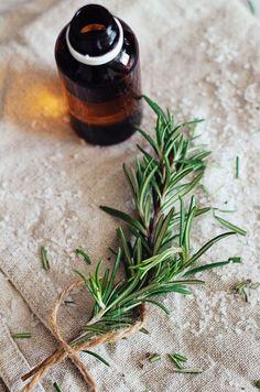 DIY: Healing Epsom Salt Bath Soak | HelloNatural.co