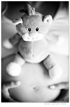Doudou Noukies sur le ventre - Photo De Grossesse, Photographe Grossesse, Photo Enceinte - Belgique, Brabant Wallon