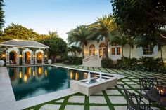 The Glam Pad: Lakeview House, Palm Beach Outdoor Spaces, Outdoor Living, Outdoor Pool, Dubai Garden, Palm Beach Regency, South Shore Decorating, Beach Villa, Beach House, Palm Beach Gardens