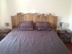 Sophie Perez has sent us this bed headboard made of with wooden pallets. She has only needed four pallets and 5 hours to build it, plus: nails, Bed Furniture, Pallet Furniture, Rustic Furniture, How To Make Headboard, How To Make Bed, Pallet Beds, Pallet Benches, Pallet Tables, Outdoor Pallet