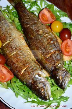 Pastrav la cuptor cu vin, lamaie si rozmarin Tuna Recipes, Cooking Recipes, Romanian Food, Romanian Recipes, Good Food, Yummy Food, How To Cook Fish, Dessert Drinks, Fish And Seafood