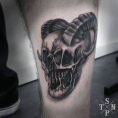 Tattoo par Flo #black #sangpiternel #cannes #tattoo #tatouage #tattooartist