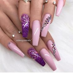 Over 43 short decorated nail patterns for you to inhale- Page 3 of 42 Black Nails With Glitter, Rose Gold Nails, Pink Nails, Nail Swag, Fabulous Nails, Gorgeous Nails, Cute Acrylic Nails, Cute Nails, Nails Design With Rhinestones