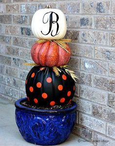 You won't believe how easy it is to stack pumpkins.  I'll show you in great detail how to do this. This can be done with real or faux, but all of the ones you'l…