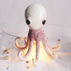 Wenn eine Lampe zum Unterwasserwesen wird. Zu finden im DaWanda-Shop von @bordo.ceramics. #dawanda #bordo #ceramiclamp #ceramicoctopus #thehappynow #thatsdarling #petitejoys #abmhappylife #puresurepretty #tintenfisch #tintenfischlampe #underthesea #octopussgarden #ceramics #ceramicart #ceramiclamp #mitliebegemacht