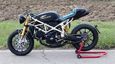 Ducati Cafe Racer - Attrezzo Veloce #motorcycles #caferacer #motos | caferacerpasion.com
