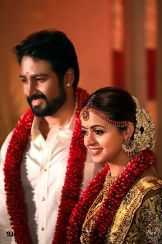 The Celebrity Wedding Of Actress Bhavana With Producer Naveen Indian Wedding Couple Photography, Wedding Photography Poses, Indian Wedding Hairstyles, Bride Hairstyles, South Indian Bride Hairstyle, Updo Hairstyle, Flower Garland Wedding, Wedding Garlands, Actress Wedding