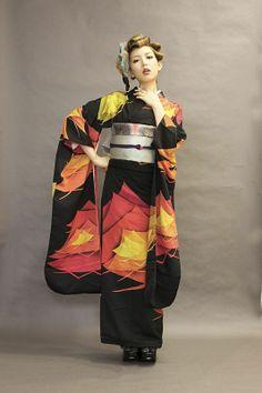 I love kimono! Especially vintage/retro style. I love modern/harajuku style, too, but Taisho roman rules my heart, lol. I'm always looking to make some great kimono loving friends! Japanese Outfits, Japanese Fashion, Japanese Girl, Asian Fashion, Japanese Textiles, Japanese Fabric, Traditional Kimono, Traditional Dresses, Modern Kimono
