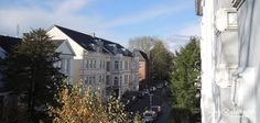 Sie suchen eine neue und repräsentative Geschäftsadresse in bester Lage in Oldenburg? Dann ist diese besondere Altbau-Gewerbefläche genau das richtige für Sie. Auf insgesamt ca. 150m² stehen Ihnen 8 Räume zwischen ca. 21m² und 7,5m² zur Verfügung.