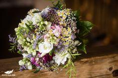 Hochzeit Lisa Alm Flachau – Lisa & Rob - Foto Sulzer Blog Floral Wreath, Lisa, Wreaths, Decor, Pictures, Engagement, Pretty Pictures, Flowers, Simple
