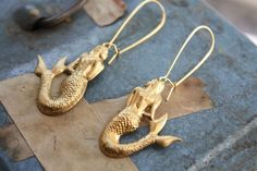 Hey, I found this really awesome Etsy listing at https://www.etsy.com/listing/62437081/sweet-siren-song-mermaid-earrings