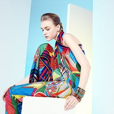《Le Carré Hermès》 - ショール 《ゼブラ=ペガサス》 カシミアシルク。デザイン:アリス・シャーリー - ショール 《馬勒とチャーム》 カシミアシルク。デザイン:ヴィルジニー・ジャマン - カレ 《ゼブラ=ペガサス》 シルクツイル。デザイン:アリス・シャーリー。《Silk Knots》 アプリで、エルメスのカレをもっと楽しく!Hermes.com/silkknots #Hermes #Silk #SilkKnots