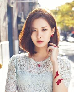 Seohyun of K-pop group 'Girls' Generation', who seems to be keener on the screen than the stage since turning to acting, is set to star in another TV series 'Time - Drama' which is slated to air sometime in July. Snsd, Seohyun, Kpop Girl Groups, Kpop Girls, Chaotischer Pixie, Medium Hair Styles, Short Hair Styles, Tiffany, Haircut And Color