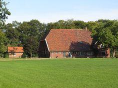 Dwarshuistype boerderij, Boekelo ©TheDj (wikipedia user)