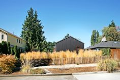 House for a Mother & Daughter / Robert Hutchison Architecture + Tom Maul Architecture + Design._ Seattle, United States _ 2004.