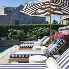 Looking to do a patio makeover, but need a little inspiration? Try 33 Stunning Outdoor Seating Inspirations by thetarnis Outdoor Pool Furniture, Poolside Furniture, Outside Furniture Patio, Outdoor Living Areas, Outdoor Rooms, Outdoor Decor, Outdoor Lounge, Patio Layout, Home Modern
