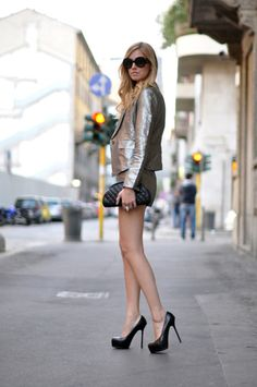 Metallic jacket and neutral shorts and accessories - DesignerzCentral Passion For Fashion, Love Fashion, Winter Fashion, Fashion Trends, Ladies Fashion, Fashion Shoes, Fashion Accessories, Silver Outfits, Metallic Jacket