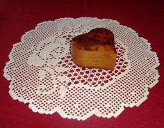 Napperon rond - Motif rose - Fait main au crochet - 100 pour 100 coton - Couleur écrue - Dimensions : 38 cm de diamètre