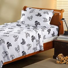 @Overstock - Decorate your child's room in style with this skull and crossbones printed sheet set by Expressions. This three-piece set features a soft 100-percent microfiber composition for easy care and extra comfort.  http://www.overstock.com/Bedding-Bath/Expressions-Microfiber-Skull-Twin-Sheet-Set/6602792/product.html?CID=214117 $19.99