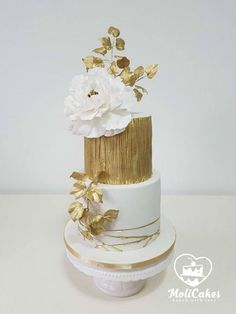 White and gold  by MOLI Cakes