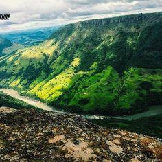 E para o domingo, essa foi a vista que apreciamos. Com seus 1100 metros de altitude, o Pico Agudo que localiza-se no Distrito de Lambaria na região de Sapopema, tem suas peculiares e fantásticas paisagens. Um lugar bastante buscado e bem conhecido, atraí turistas de todo o Brasil. #aventure #aventura #aventureiros #picoagudo #sapopema #paisagens #belezasdobrasil #natureza #nature #naturezaperfeita #profissaoaventura #adventure #ecoturismo #iphone6s #goprobrasil #vsco #perfectday #lifestyle