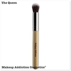 ✨💎✨ I am 'The Queen' 👑 of all I survey. 😜 The original number 1 multipurpose makeup brush.  List some of the ways you would use me. ✨💎✨ Get me now on makeupaddictioncosmetics.com  We ship worldwide✈️✈️✈️🙌 #makeupaddictioncosmetics #makeupaddictionbrushes