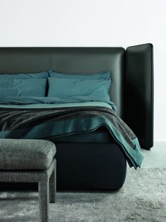 MERIDIANI Tuyo bed I Headboard 'Kuoio' in saddle leather and Base 30 with Plain finish