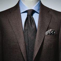 最近私もブラウンのスーツやジャケットが気になっているのですが、このコーデはドンピシャです。綺麗な茶色の靴を履きたくなります。 オーダースーツ専門店DoCompany http://www.do-company.co.jp #メンズアパレル #今日のコーデ #コーディネイト #ジャケット #コーデ #コーディネイト #メンズスーツ #スーツスタイル #スーツ男子 #スーツ #ジャケット #ドゥ・カンパニー