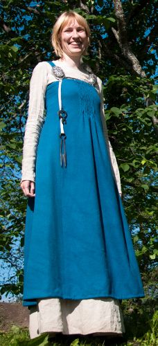 """Hilde Thunem's apron dress, or """"smokkr,"""" based upon the Køstrup, Denmark, find. Note that this dress is also made from multiple pieces like the Hedeby-based dresses, but it has additional shaping from tiny pleats at the center front (the Køstrup piece was pleated). It's also worth noting that the pleats on this dress extend lower than on most recreations based upon the Køstrup find."""