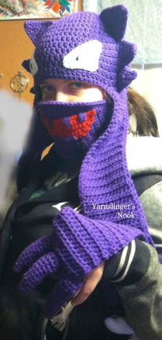 the Haunter Pokemon pattern by Schnett Luesing Haunty the Haunter is a beanie and scarf with claws at the end of the scarf. It can be warn as a costume as well as just to look cute and stay warm. Pokemon Crochet Pattern, Crochet Geek, Crochet Beanie, Crochet For Kids, Crochet Crafts, Knit Crochet, Crochet Dolls, Crochet Things, Pokemon Haunter